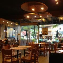 Photo taken at Starbucks (สตาร์บัคส์) by Rakesh on 6/9/2013