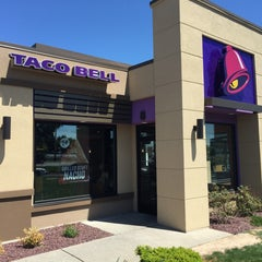 Photo taken at Taco Bell by Rakesh on 5/21/2015