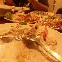 Photo taken at Restoran Mannusalwa by Munier E. on 11/23/2013