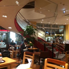 Photo taken at EXCELSIOR CAFFÉ 自由が丘マリクレール通り店 by 関 孝. on 8/30/2014