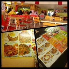 Photo taken at Pajajaran Food Court by Arif Safwan A. on 1/14/2014