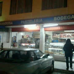 Photo taken at Panaderia Pasteleria Kalittos by Luis H. on 4/25/2013
