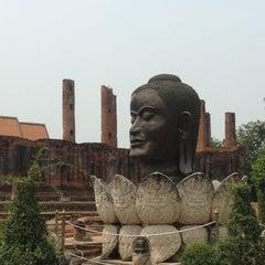 Photo taken at วัดธรรมิกราช (Wat Thammikarat) by Daow R. on 5/19/2013