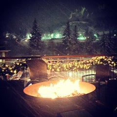 Photo taken at The Westin Riverfront Mountain Villas, Beaver Creek Mountain by Ricky M. on 12/22/2014