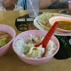 Photo taken at Tang City Food Court 唐城美食中心 by Sam R. on 9/12/2015