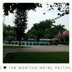 Photo taken at The Montien Hotel Pattaya (โรงแรมมณเฑียร พัทยา) by Naratip N. on 4/14/2015