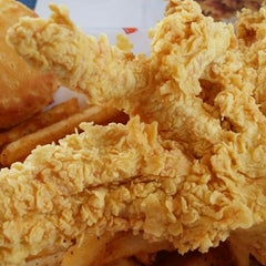 Photo taken at Popeye's Chicken & Biscuits by Mike F. on 11/9/2014