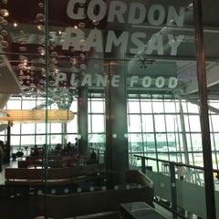 Photo taken at Gordon Ramsay Plane Food by Lorella M. on 10/20/2012
