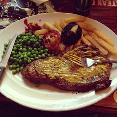 Photo taken at The Isambard Kingdom Brunel (Wetherspoon) by Phạm Tuấn A. on 7/9/2013