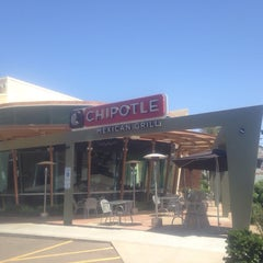 Photo taken at Chipotle Mexican Grill by Patrick D. on 4/13/2014