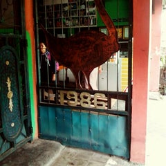Photo taken at Bebek Goreng Haji Slamet by Debin D. on 6/21/2013