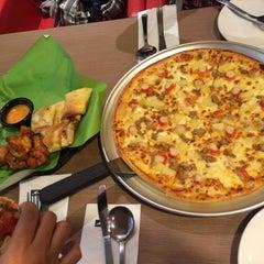 Photo taken at Pizza Hut by Shima B. on 10/7/2015