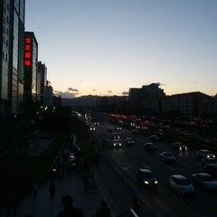 Photo taken at 地铁中关村站 Subway Zhongguancun by YiFan W. on 9/27/2012