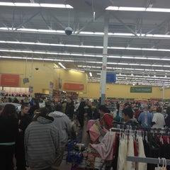 Photo taken at Walmart Supercenter by Oveida on 12/10/2012
