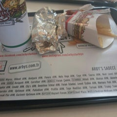 Photo taken at Arby's by Yunus Emre H. on 4/27/2015