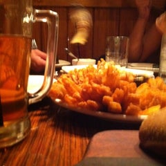 Photo taken at Outback Steakhouse by Marcelo R. on 4/28/2013