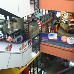 Photo taken at Shopping Multiplaza by Patricia G. on 12/29/2012