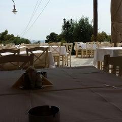Photo taken at Νησιώτισσα (Nisiotissa) by Stefanos📌 on 6/26/2013