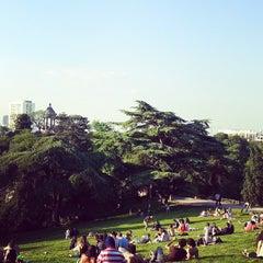 Foto tirada no(a) Parc des Buttes-Chaumont por ItalianiPocket em 6/7/2013