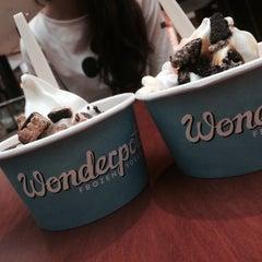Photo taken at Wonderpots Frozen Yogurt by Samosyk . on 5/8/2015