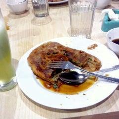 Photo taken at Restoran Kubang Hayuda by Agung S. on 5/16/2014