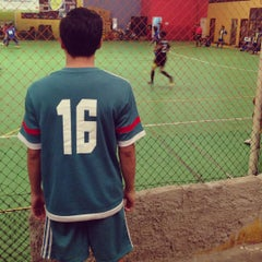 Photo taken at Hanggar Futsal by fandrian r. on 9/12/2015