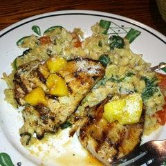 Photo taken at Olive Garden by Liz C. on 11/8/2012