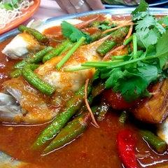 Photo taken at 香城海鲜餐室 by Jason L. on 12/9/2012