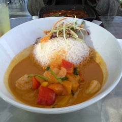 Photo taken at YAM YAM Thai Food & Café by Hereza T. on 9/23/2012
