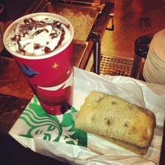 Photo taken at Starbucks by Alvaro E. on 11/27/2012