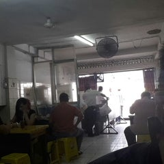 Photo taken at Bakmi Alok cab Kemakmuran by ketut teguh e. on 5/29/2014