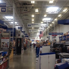 Photo taken at Lowe's Home Improvement by Martin Carlos P. on 7/26/2014