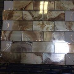 Photo taken at Lowe's Home Improvement by Martin Carlos P. on 9/17/2014