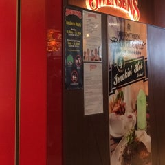Photo taken at Swensen's by Lyna S. on 9/18/2014