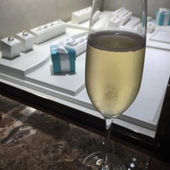 Photo taken at Tiffany & Co. by Glow on 6/12/2015