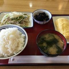 Photo taken at 厚木恩名食堂 by うし on 6/23/2015
