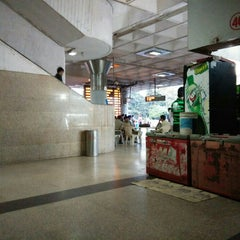 Photo taken at ISBT Kashmere Gate by Mohi U. on 10/23/2015