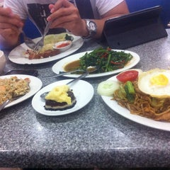 Photo taken at Cafe Noodle House by Mareska R. on 10/12/2014