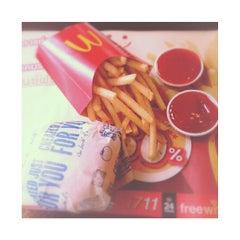 Photo taken at McDonald's & McCafé (แมคโดนัลด์ & แมคคาเฟ่) by Pawenaporn F. on 7/19/2013