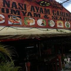 Photo taken at CT Nasi Ayam Garing Mancongkam by MaRu I. on 10/20/2012