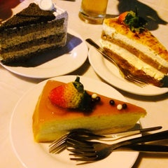 Photo taken at De Pastry Chef by 采瑩 Y. on 10/23/2015