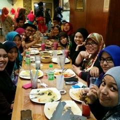 Photo taken at Restoran Lawang Sari by Sarahaida D. on 6/28/2015