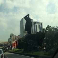 Photo taken at Halte TransJakarta Dukuh Atas 2 by Hendro S. on 8/16/2014