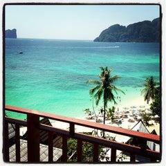 Photo taken at Phi Phi The Beach Resort (พีพีอันดามันบีชรีสอร์ท) by Justin K. on 2/11/2013