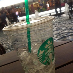 Photo taken at Starbucks by Zübeyde K. on 5/16/2013