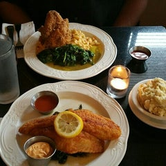 Photo taken at Melba's American Comfort Food by Nando R. on 6/8/2015