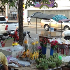 Photo taken at 7-Eleven (เซเว่น อีเลฟเว่น) by jomyut™〽 on 12/6/2012