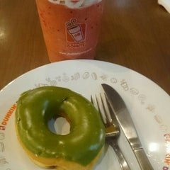 Photo taken at Dunkin' Donuts by Aniek S. on 10/11/2015