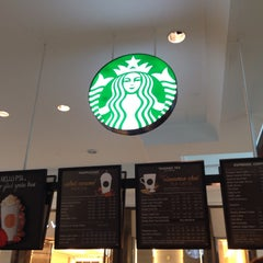 Photo taken at Starbucks by SUNNY H. on 9/27/2015
