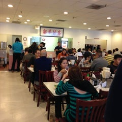Photo taken at Pho 75 by Sung P. on 10/7/2012